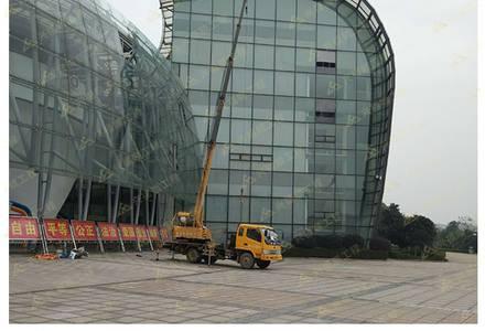 超大玻璃吊装施工